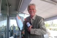 Mitico Mario Paganelli grande Quackers Ravennate ritira i premi della riffa del 2012.